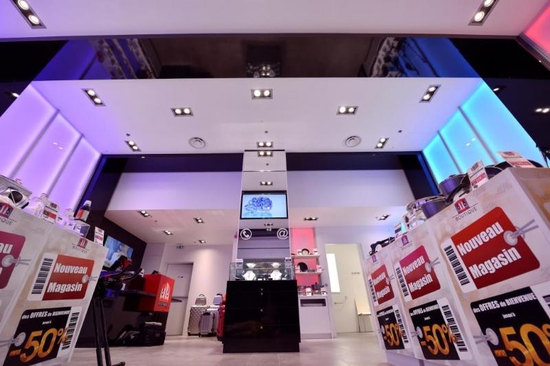 ronan de fressenel m6 boutique a su se moderniser. Black Bedroom Furniture Sets. Home Design Ideas